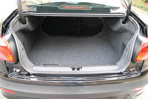 Porta-malas tem 420 litros de capacidade