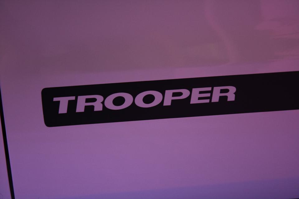 A versão Trooper quer brigar com a Strada Adventure