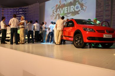 "Palco do ""Car Reveal"" da Saveiro"