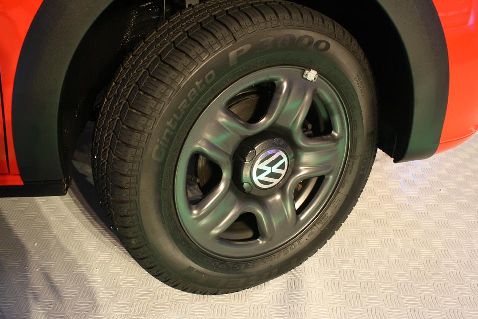 A polêmica roda de aço com cara de liga leve