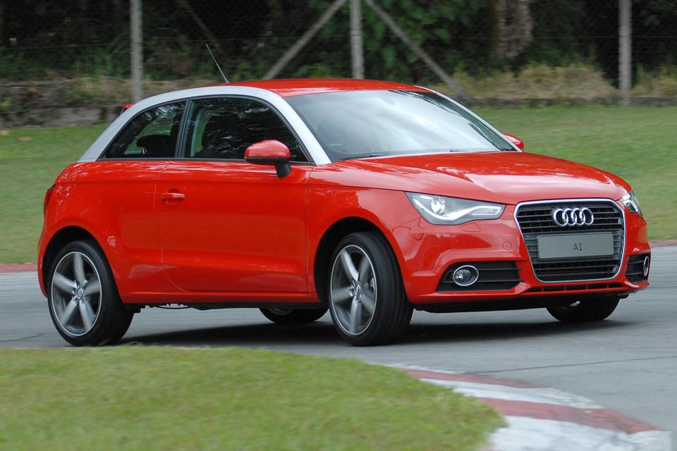 Audi A1 anda mais que muito carrão por aí