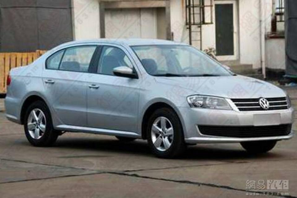 Volkswagen Lavida reestilizado é visto na China