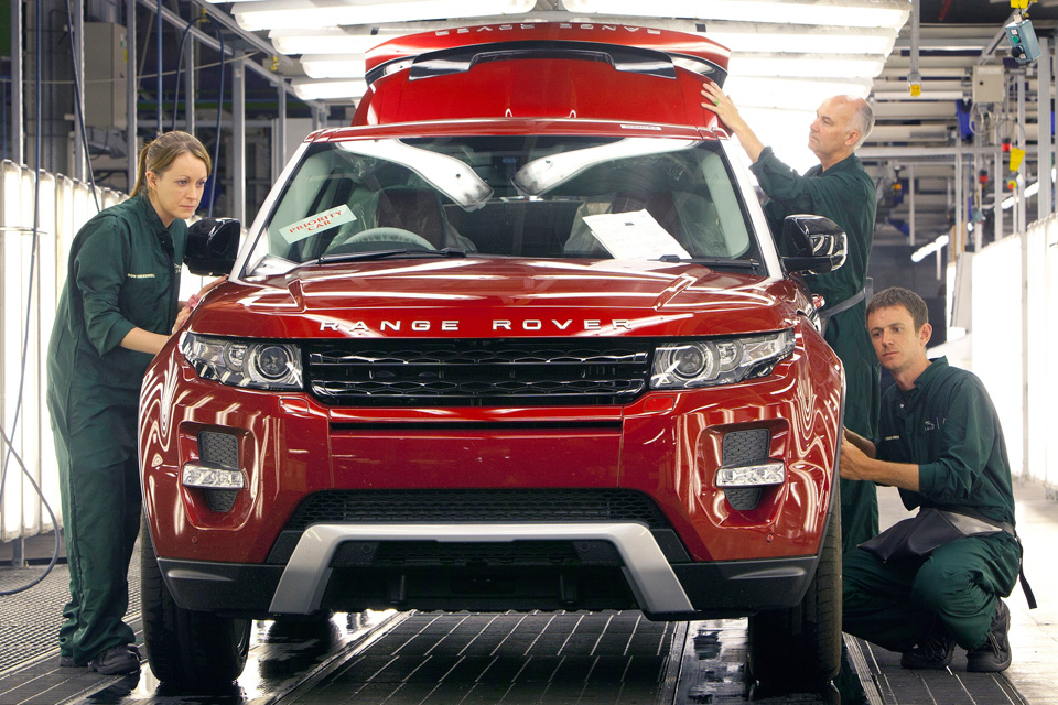 Land Rover abre novo turno para alta demanda do Evoque