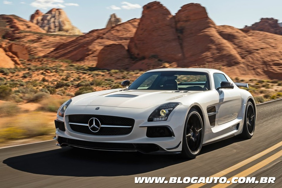 Mercedes-Benz SLS AMG Black Series sai da toca