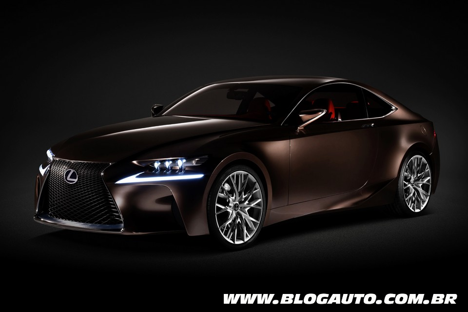 Lexus IS trará linhas do LF-CC Concept