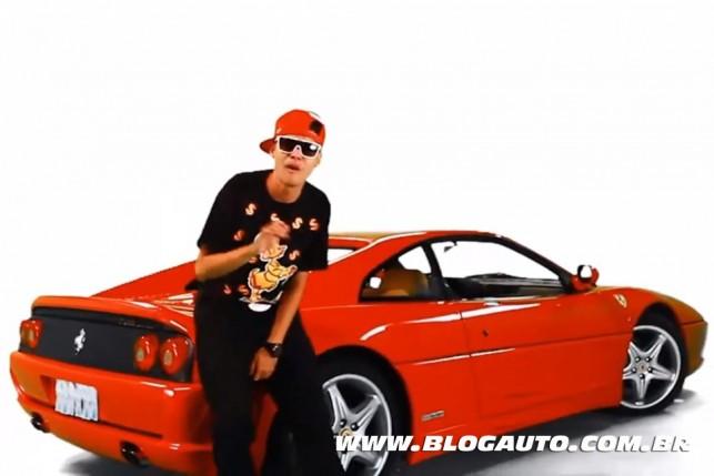 Ferrari no clip Ela gosta de dinheiro