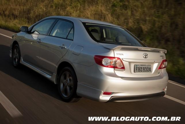 Toyota Corolla 2014 adere à central multimídia