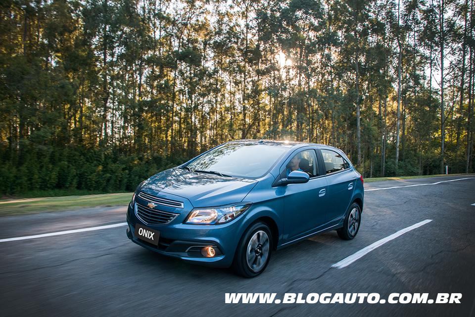 Chevrolet Onix 2014 e Prisma 2014 ganham câmbio automático