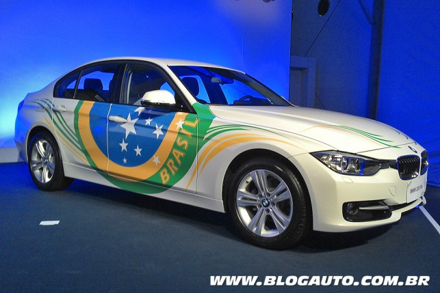 BMW 320i Active Flex, mostrado no evento da pedra fundamental