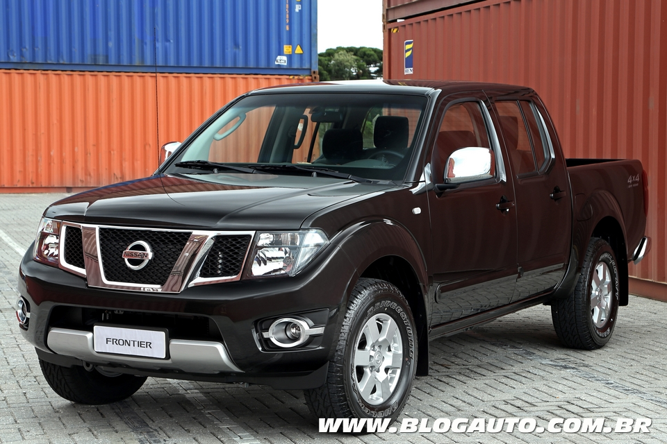 jornal r 7 nissan frontier ganha s rie platinum por r. Black Bedroom Furniture Sets. Home Design Ideas
