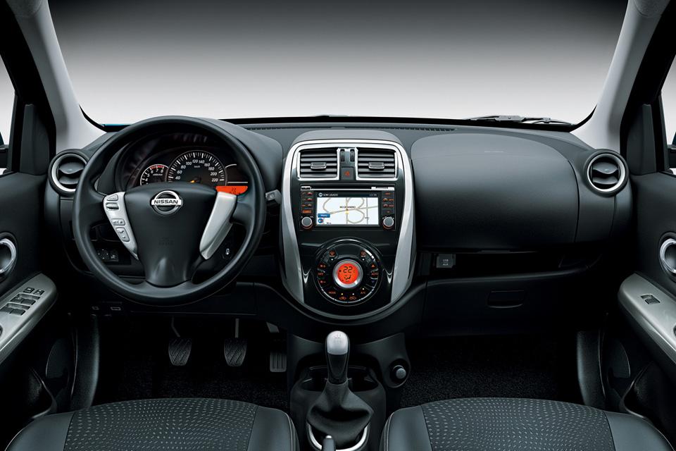 Painel do Nissan New March 2015 terá central multimídia e ar digital
