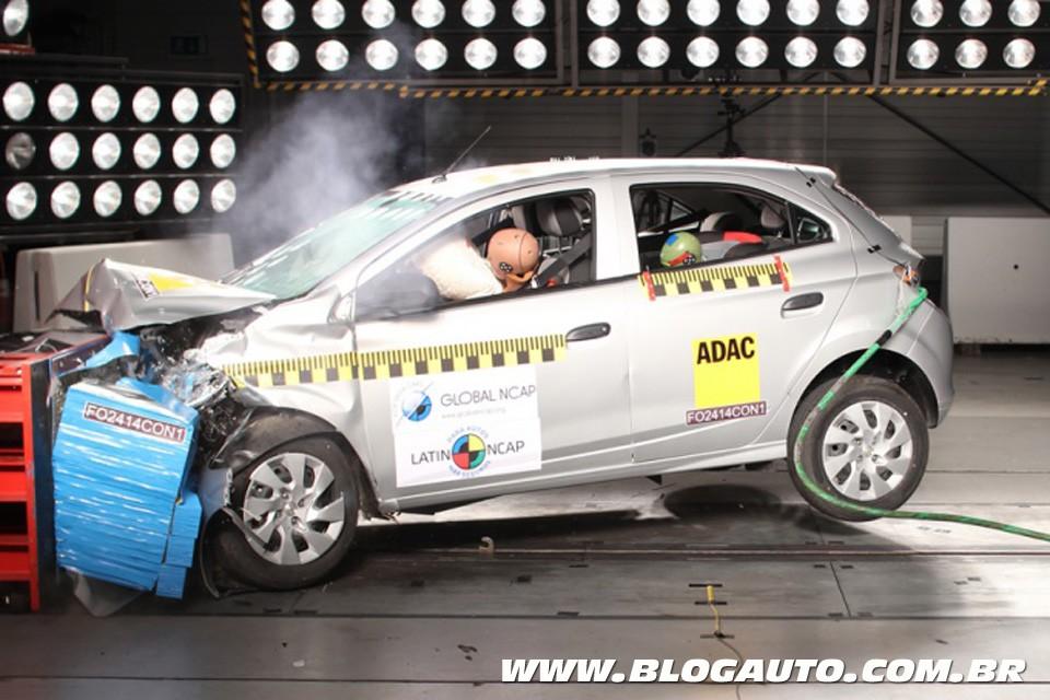 Chevrolet Onix recebeu três estrelas nos testes do Latin NCAP