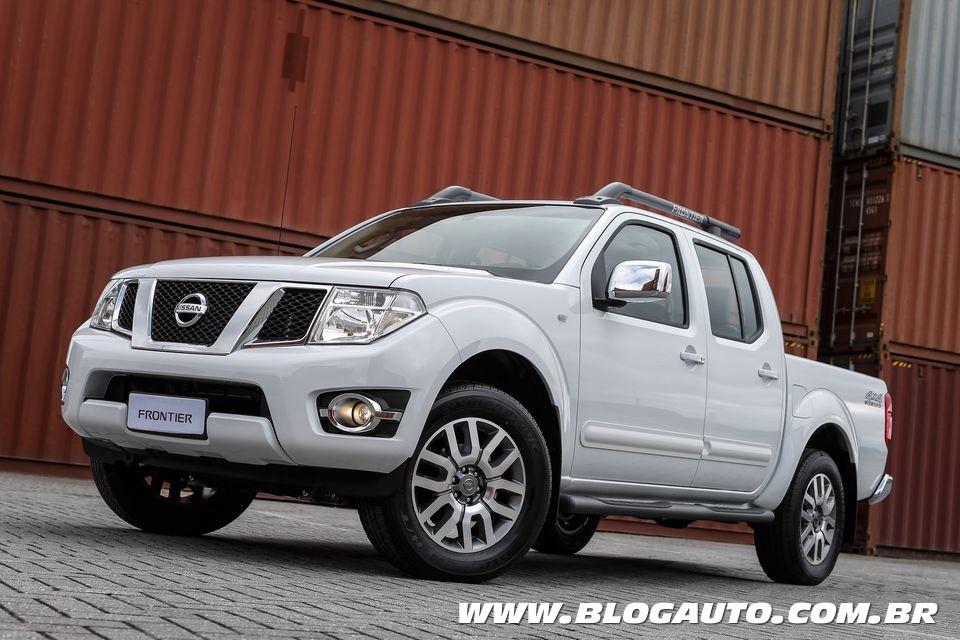 Nissan Frontier 2015 nova versão e central multimídia - BlogAuto
