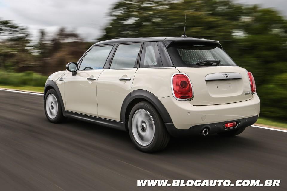 Mini cooper 5 portas chega ao mercado nacional blogauto for Mini 5 portas