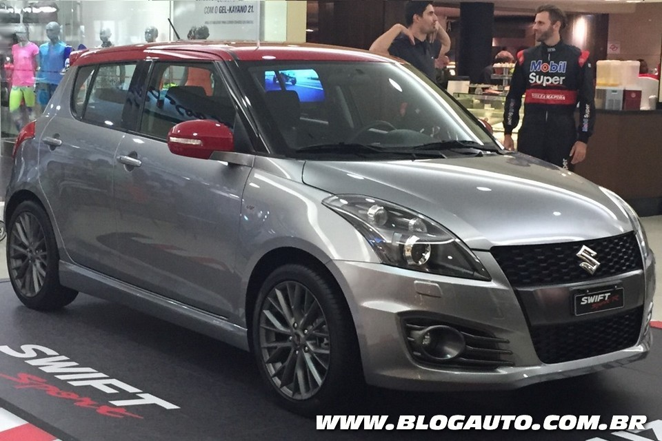 Suzuki Swift Sport é exposto em shoppings