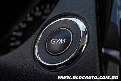 Botão GYM da Nissan: malhando dentro do carro