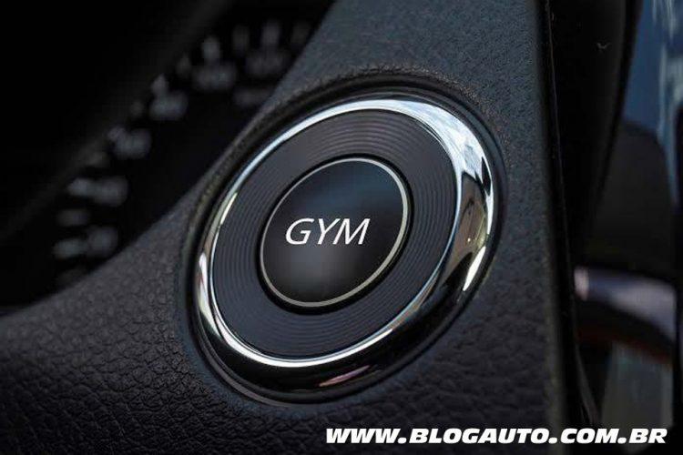 Botão GYM da Nissan: malhando dentro do carro, especial para o dia da mentira