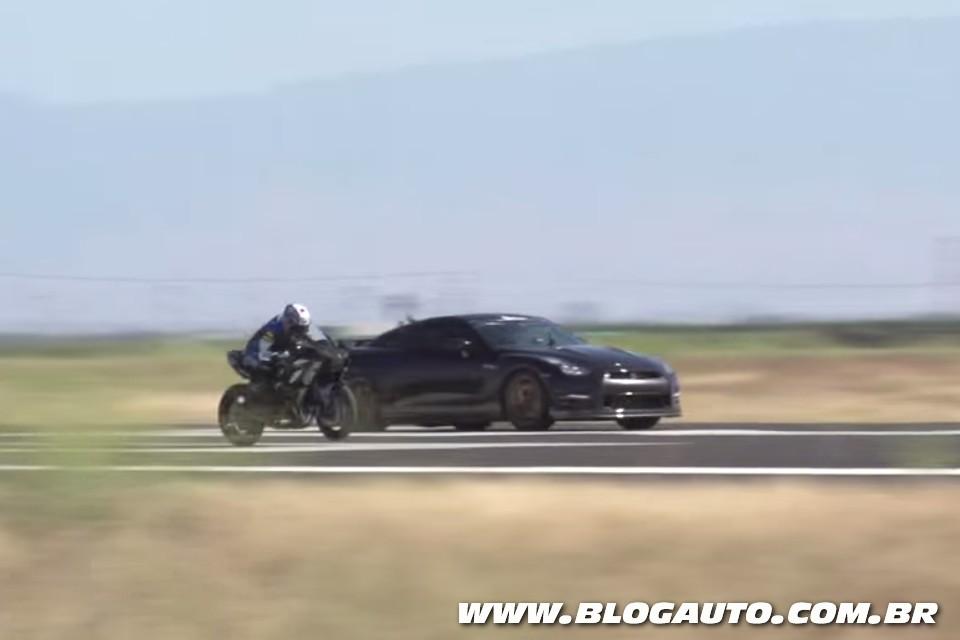 Kawasaki Ninja HR2 em comparativo com Nissan GT-R