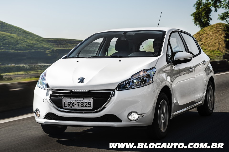 peugeot 208 2016 ganha campanha desconstru o blogauto. Black Bedroom Furniture Sets. Home Design Ideas