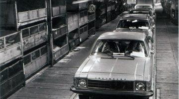Linha de produção do Opala, o primeiro carro nacional da Chevrolet