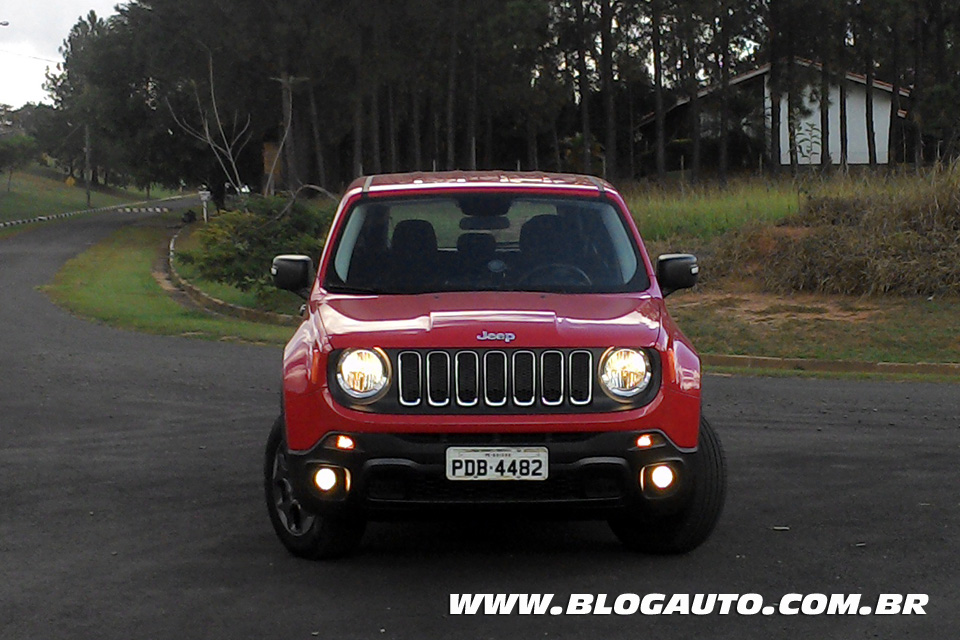 avalia o jeep renegade 2016 sport diesel vale r blogauto. Black Bedroom Furniture Sets. Home Design Ideas