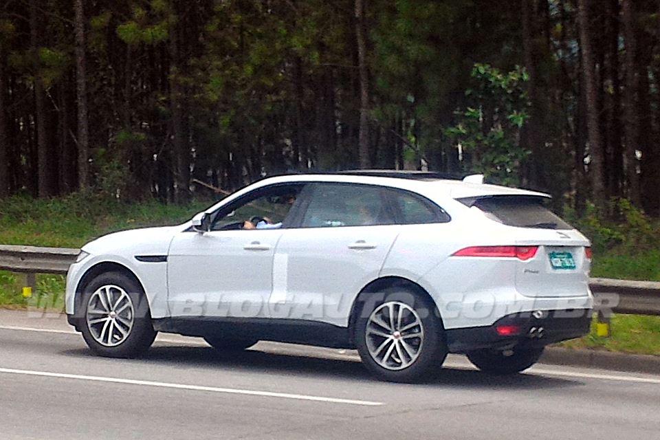Jaguar F-Pace flagra no Brasil