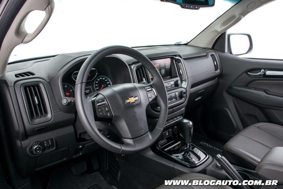Chevrolet Trailblazer 2017 muda visual e interior - BlogAuto