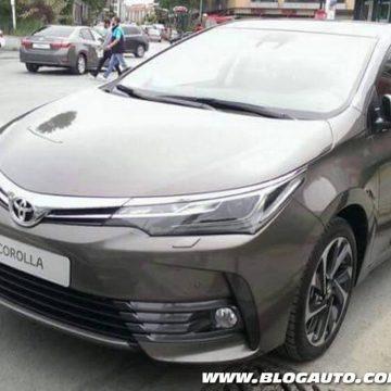 Toyota Corolla 2017 na rua