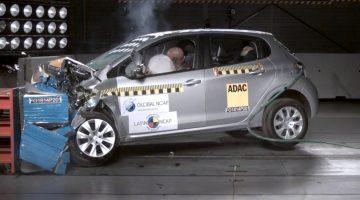 Peugeot 208 sendo testado pelo Latin NCAP