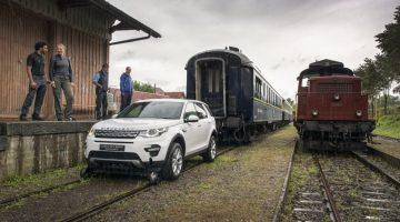 Land Rover Discovery Sport rebocando trem de 100 toneladas
