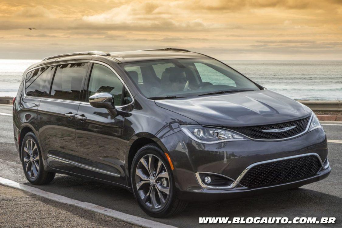 Chrysler mostra nova minivan de luxo no Salão do Automóvel