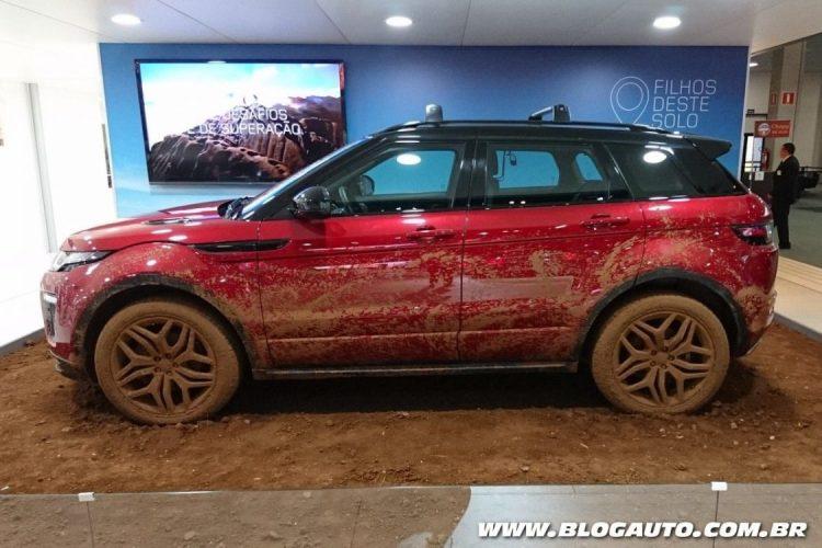 Range Rover Evoque da jornada Filhos deste Solo
