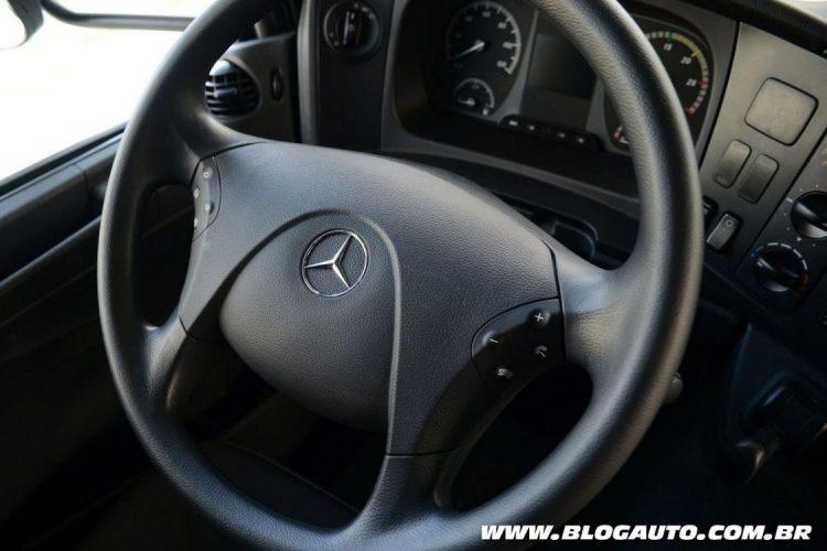 Novo volante multifuncional dos caminhões Mercedes-Benz