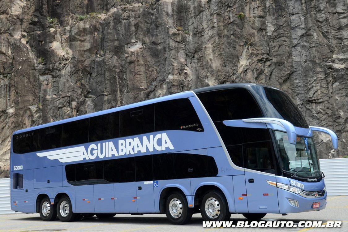 Mercedes-Benz entrega 12 ônibus para empresa de viação