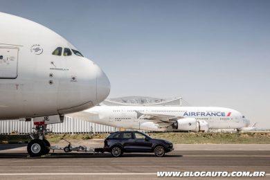 Porsche Cayenne rebocando Airbus A380