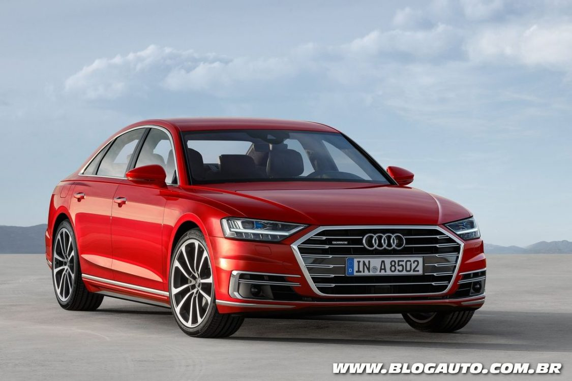 Audi A8 2018 até dirige sozinho a 60 km/h