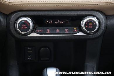 Nissan Kicks 2018 SL interna Ar Digital