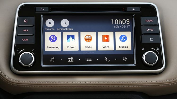 Nissan Kicks 2018 SL interna Multi App