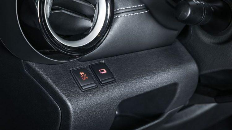 Nissan Kicks 2018 SV botões ESP e Tração