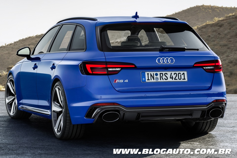 Save The Wagons: Audi RS4 2018 volta a ser biturbo