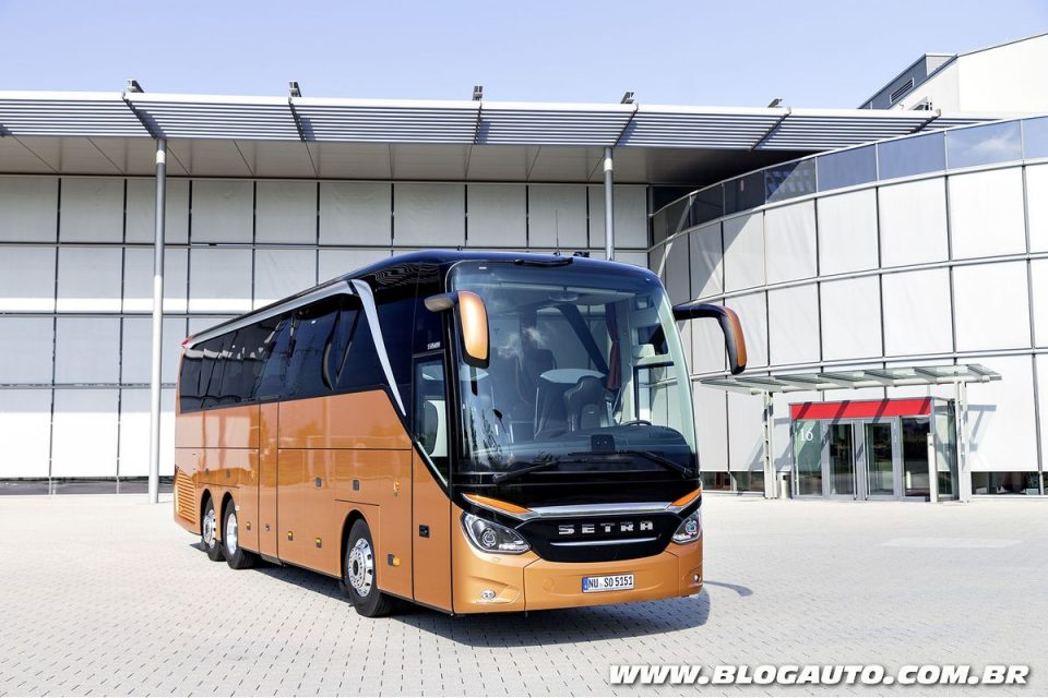 Setra S 515 HDH da Daimler apareceu no estande da Busworld Europe