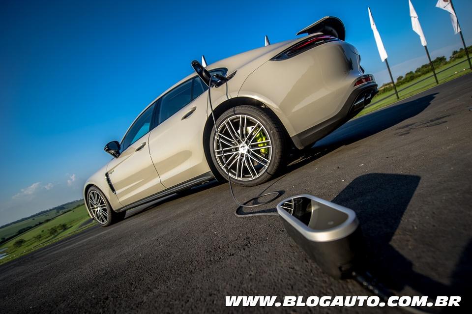 Porsche Panamera 4 e-hydrid chega a 140 km/h só no motor elétrico