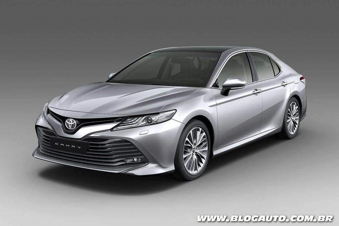 Toyota Camry 2018 ganha nova geração por R$ 190 mil