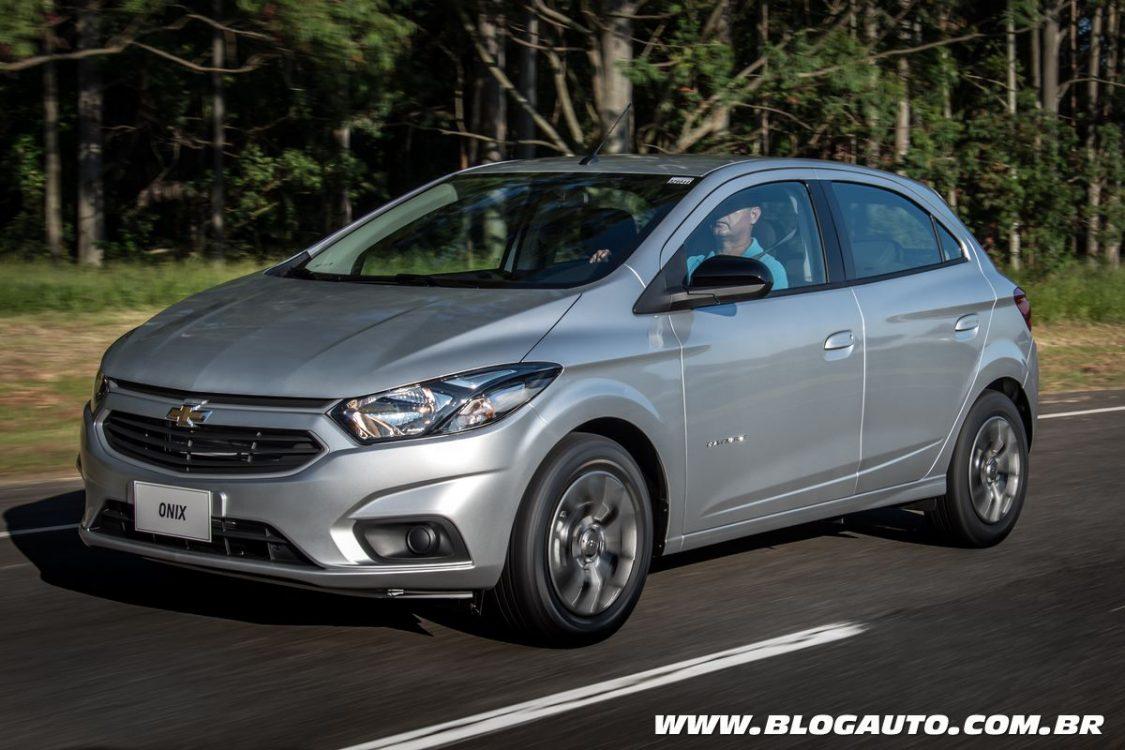 Chevrolet Onix Advantage com câmbio automático por R$ 54 mil