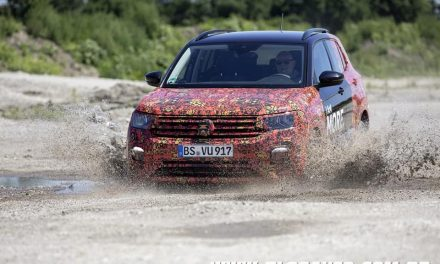 Volkswagen T-Cross aparece e chega no Salão do Automóvel
