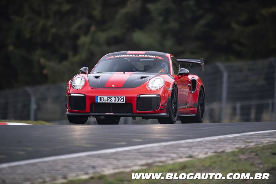 Porsche 911 bate recorde de Nürburgring