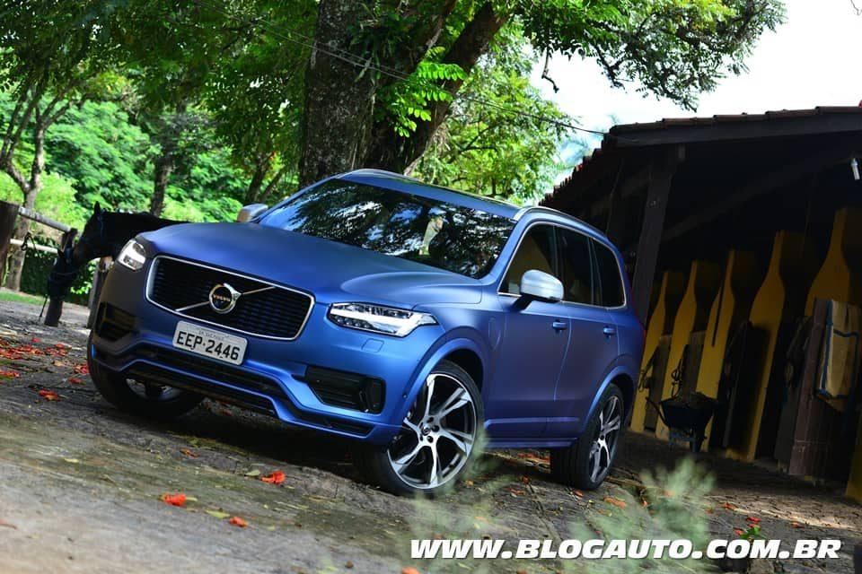 Volvo XC90 T8 R-Design topo de linha por R$ 429.950